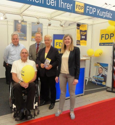 _wsb_480x521_FDP-Kreistagsfraktion_bei_Mannheimer_Maimarkt_2014
